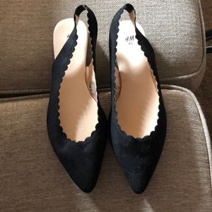 Scalloped Edge Sligback Flats